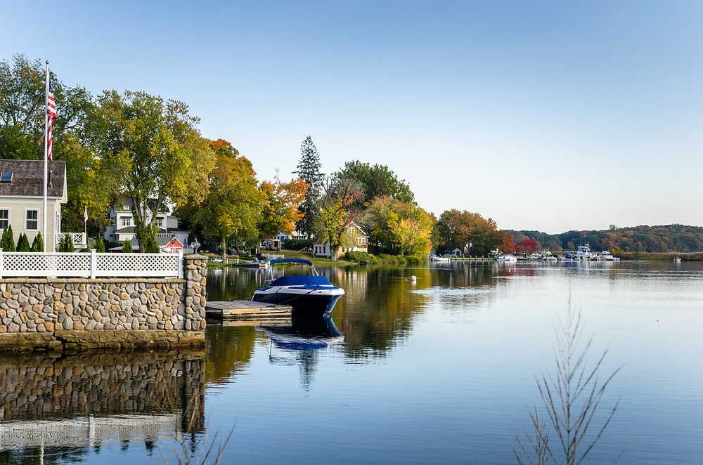 houses in Essex along the Connecticut River
