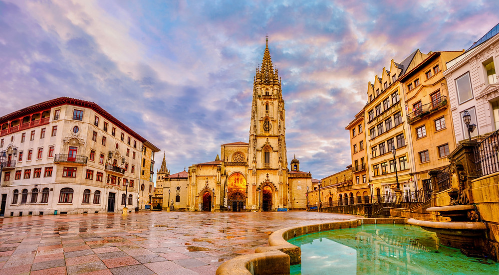 Alfonso II square and Oviedo Cathedral