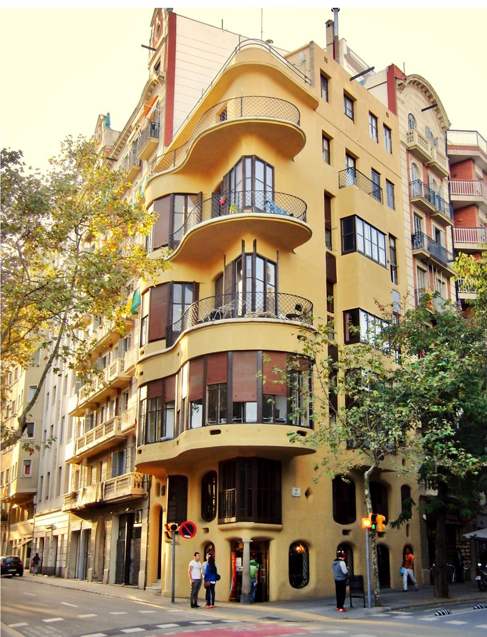 the golden facade of Casa Plannels