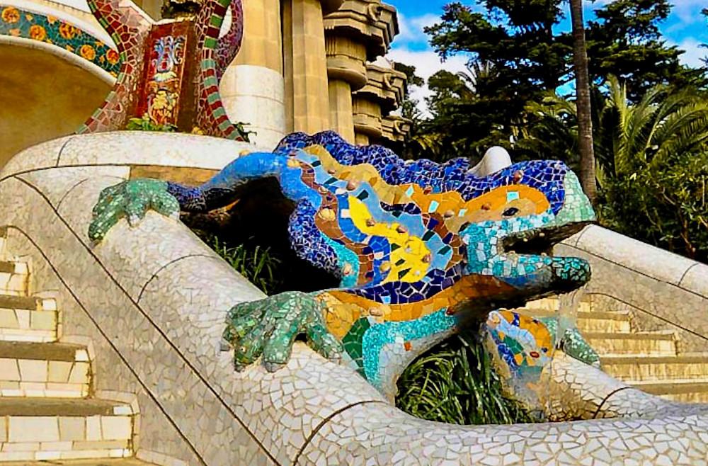 the mosaic lizard dragon sculpture of Park Güell