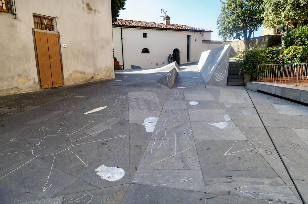 street art in the square in front of the Da Vinci Museum