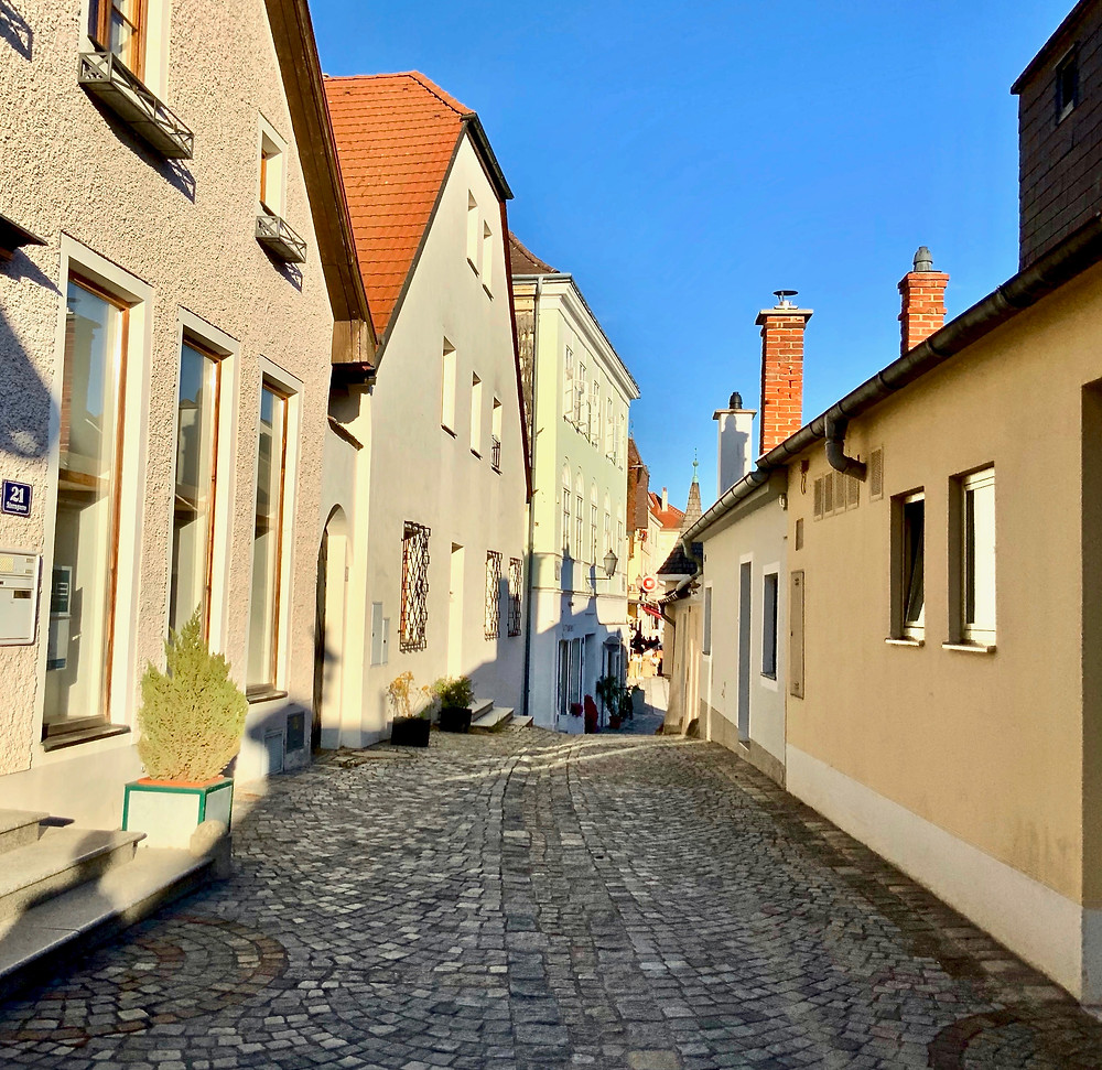 tiny back alley in the village of Melk