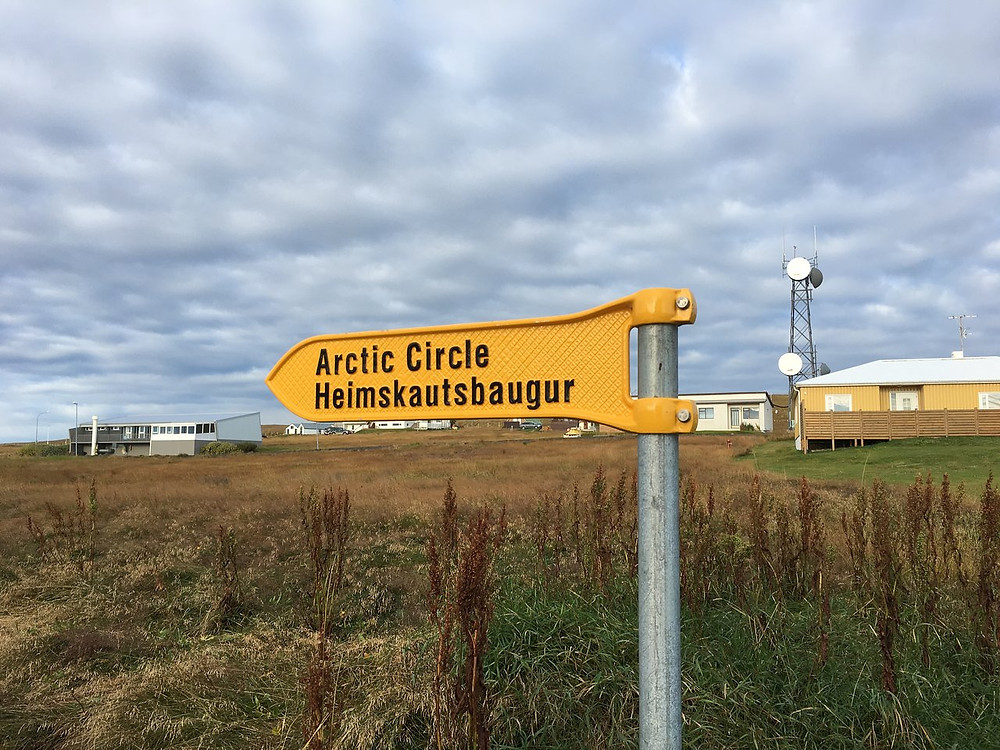 sign pointing to the path to the Artic Circle