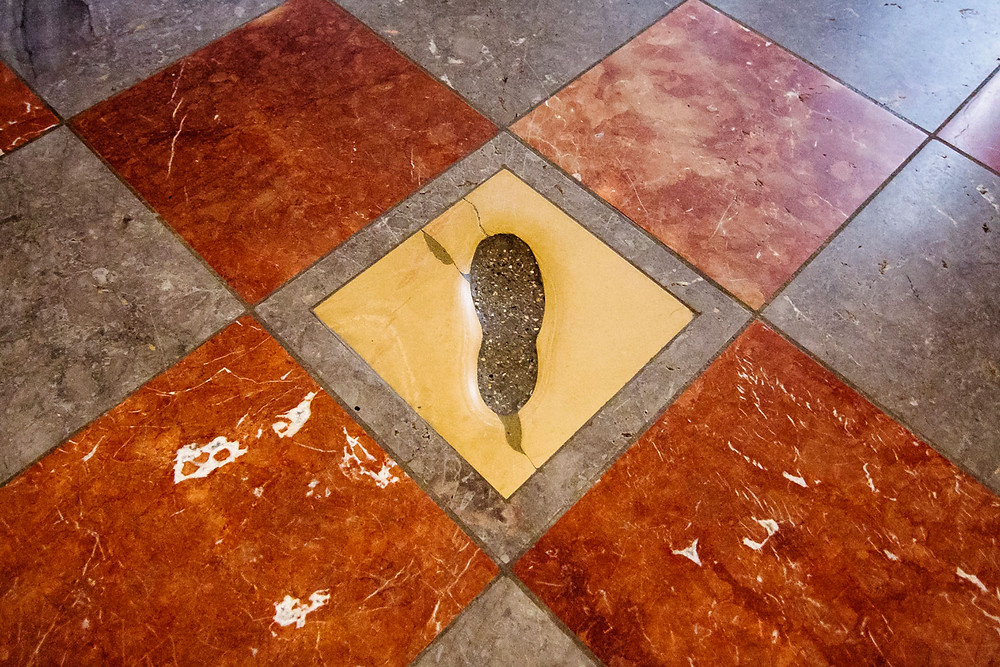"the ""Devil's Footprint"" in Munich's Frauenkirche"