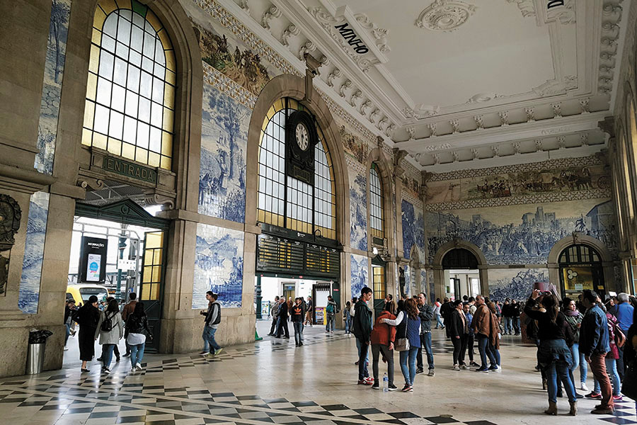 the large atrium in São Bento Train Station in Porto