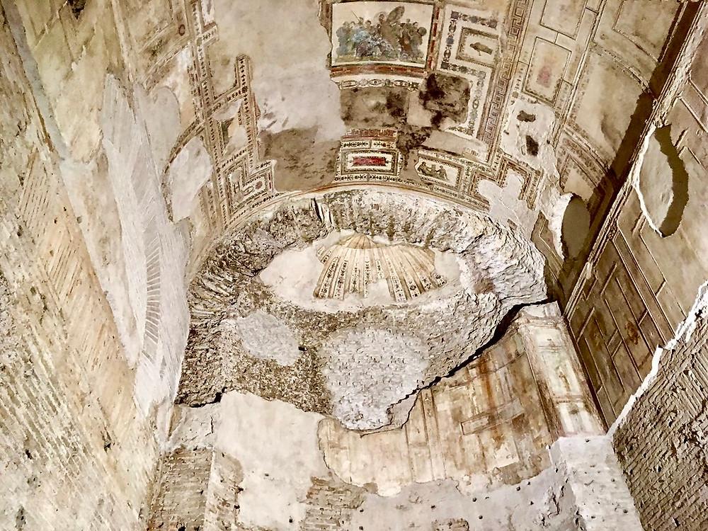 barrel vaulted ceiling in the Domus Aurea