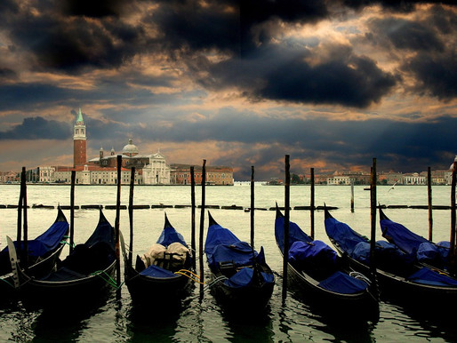 Row Venice: Adventures in Snacking and Gondoliering