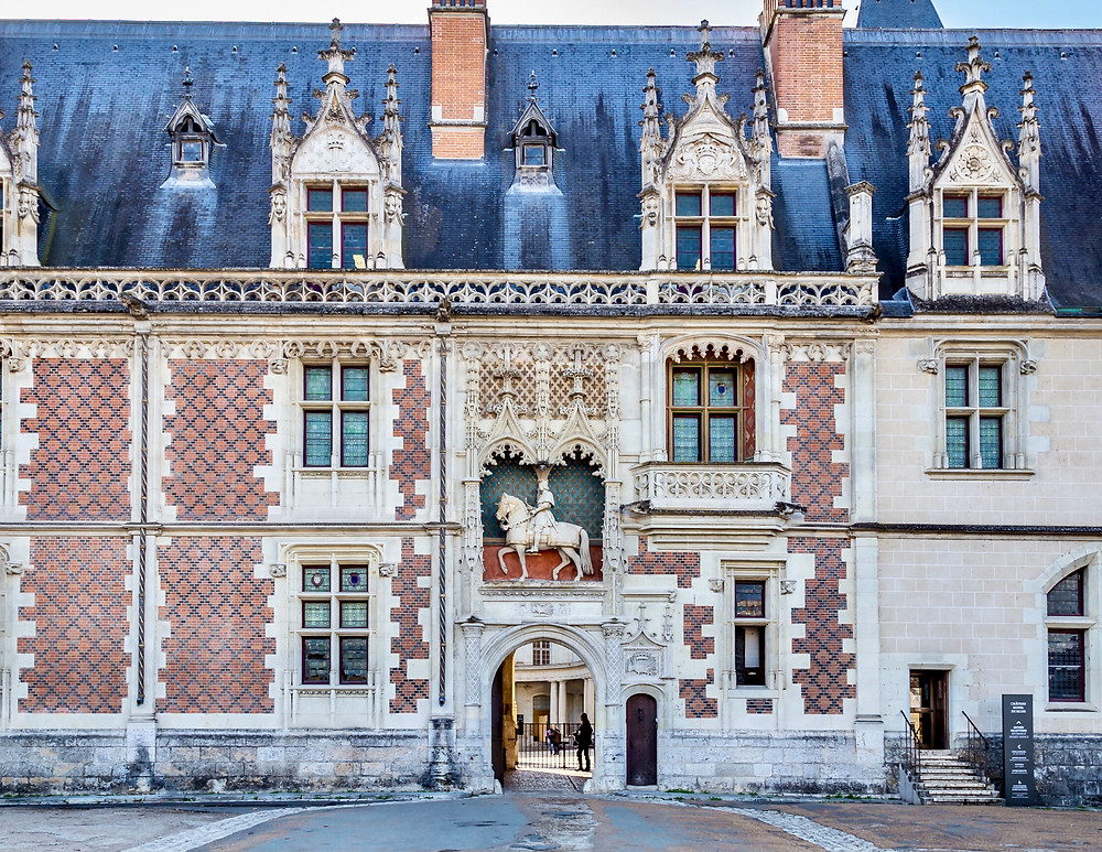 facade of Chateau Blois, with a statue of King Louis XII