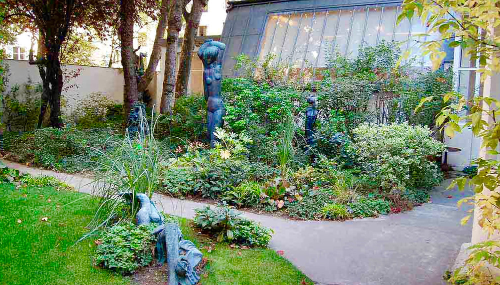 the enclosed sculpture garden at the Zadkine Museum