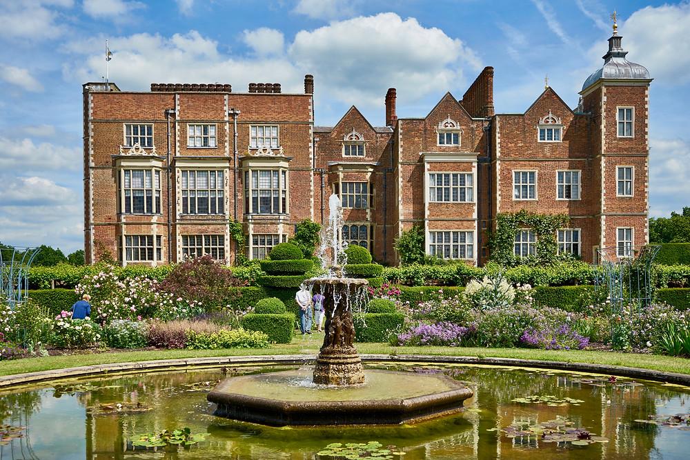 Hatfield House gardens and fountain