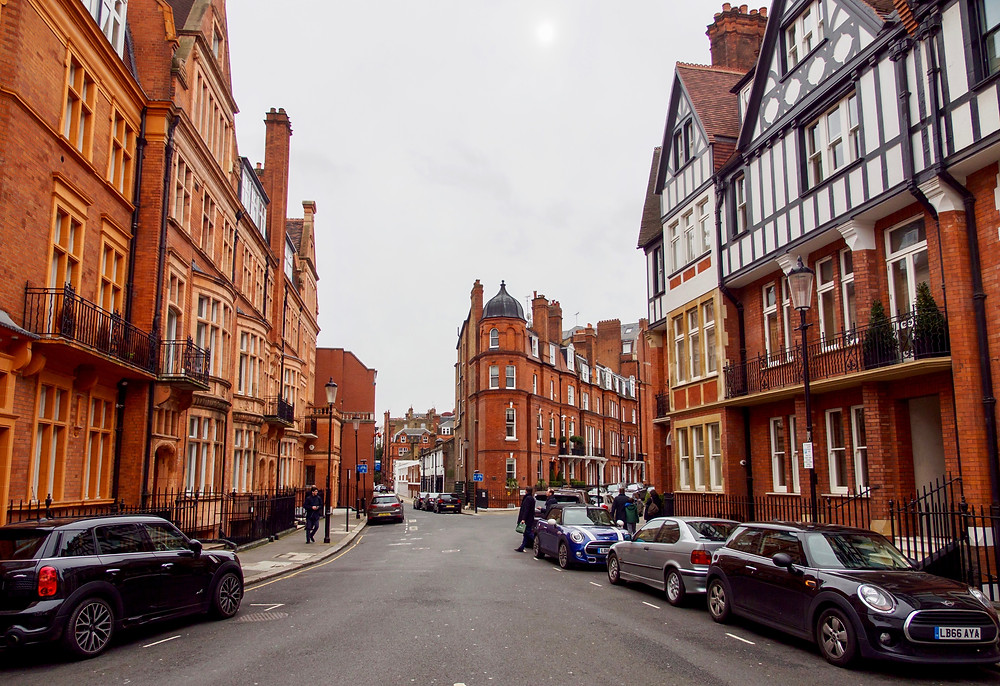 red brick houses on Pont Street in Knightsbridge, a tony neighborhood in the west end of London