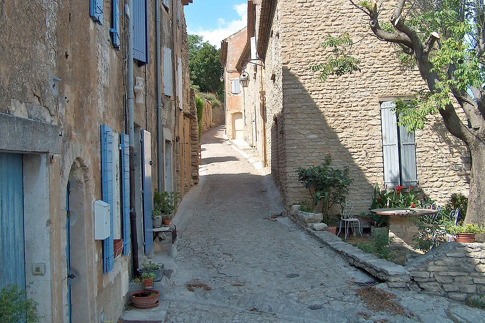 stony lane in the gorgeous hilltop town of Gordes