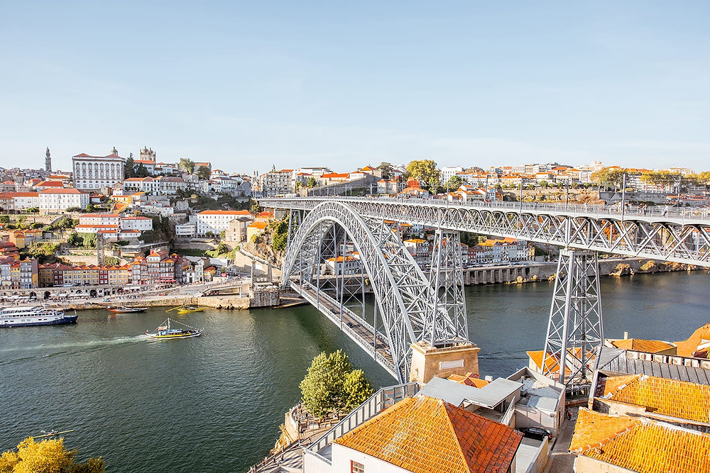 Luis I Bridge connecting Porto and Nova de Gaia
