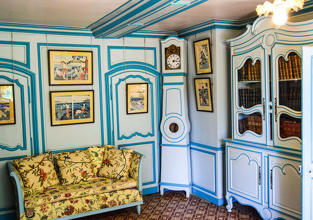 blue sitting room in the Monet House in Giverny