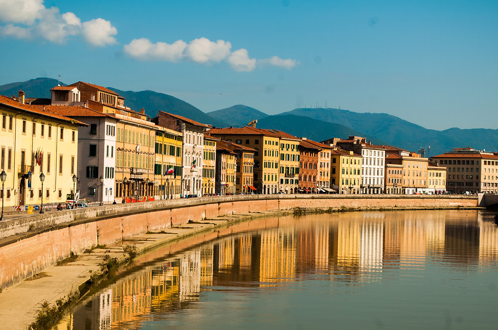 the town of Pisa on the Arno River