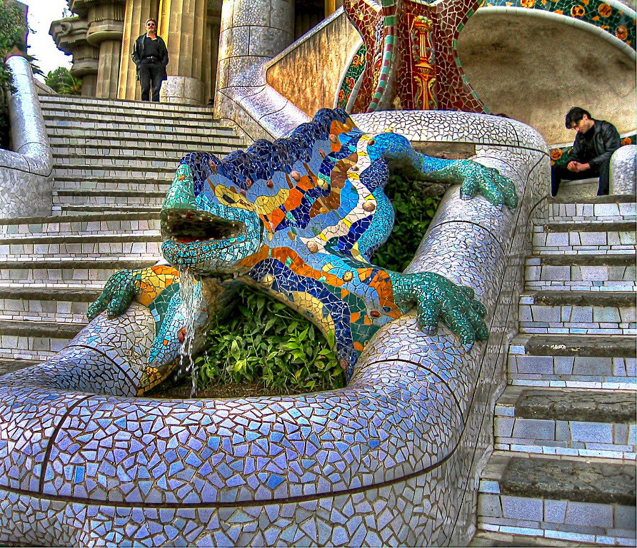 the famous mosaic lizard in Gaudi's Park Güell