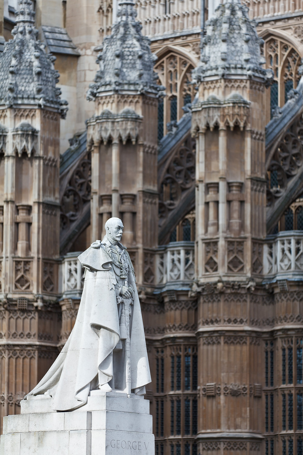 statue of King George V at the Henry VII Chapel at Westminster Abbey