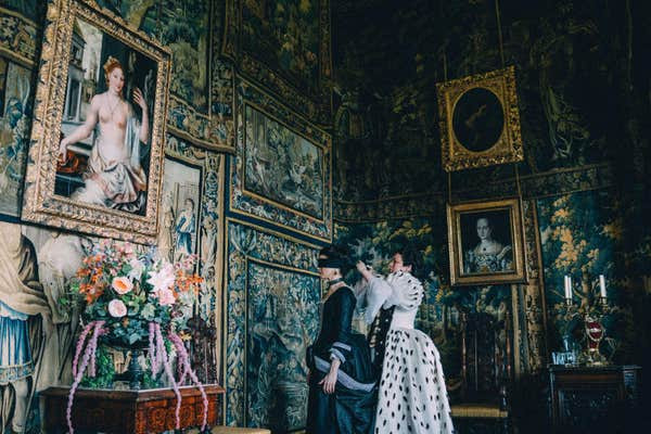 a scene from The Favourite, in the King James Drawing Room
