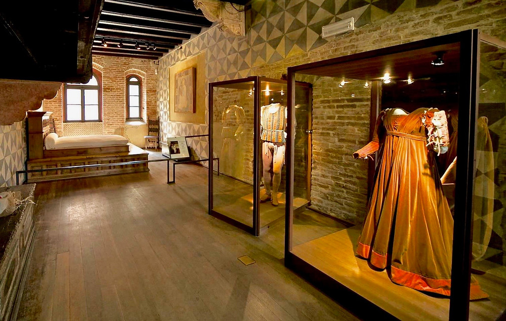 bed and costumes used in Franco Zeffirelli's 1968 film Romeo and Juliet