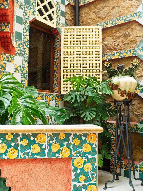 the colorful courtyard and garden at Casa Vicens