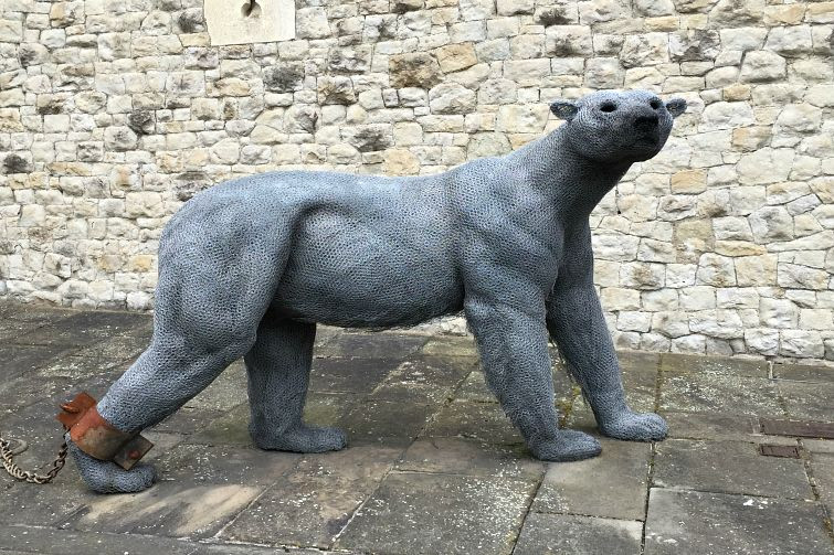 polar bear statue at the Tower of London