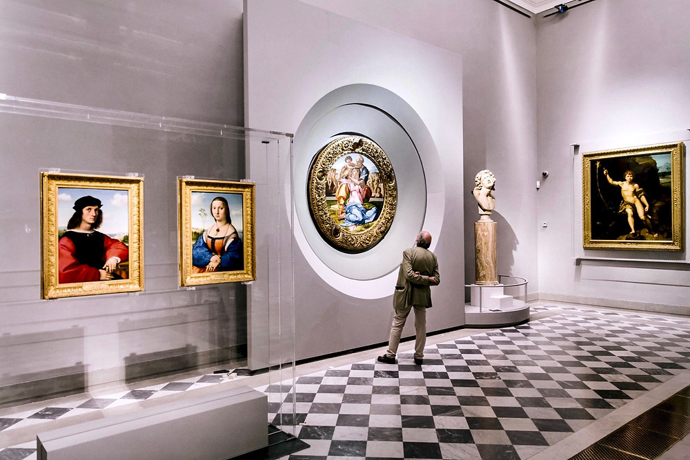 "the new ""Raphael and Michelangelo Room"" in the Uffizi, Michelangelo's Doni Tondo in the recessed center"