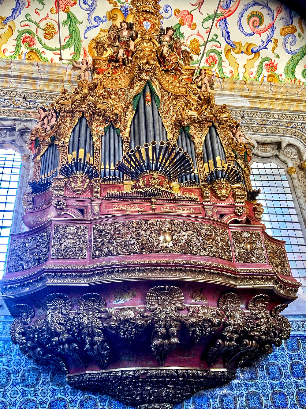 the massive organ with 2,000 pipes