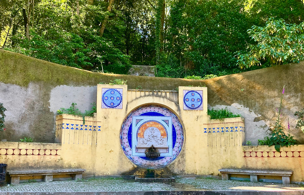 Pisoes fountain on the way to Quinta da Regaleira
