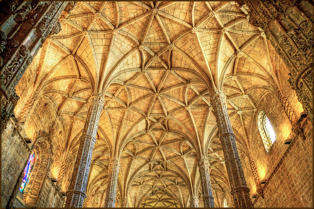 Gothic vaults in the nave in which the structural ribs form a net-like pattern
