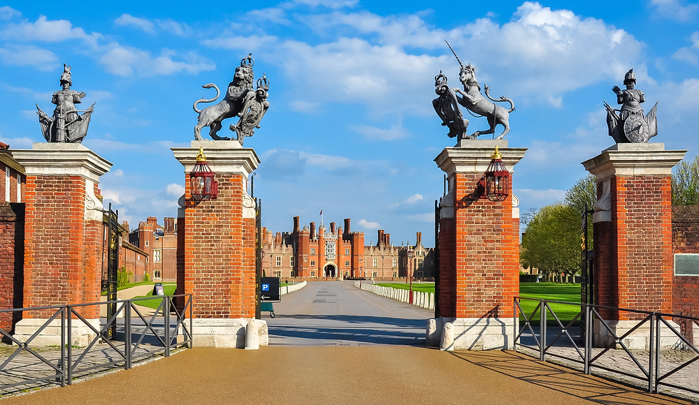 entrance to Hampton Court Palace