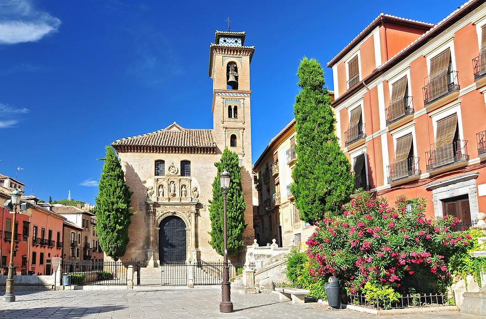 Plaza Bib-Rambla with the entrance to the Royal Chapel