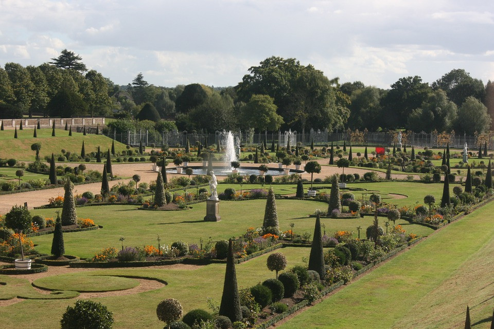 the formal Fountain Gardens of Hampton Court Palace