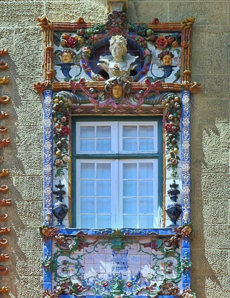 an elaborately decorated Neo-Manueline window at the House of the Viscount of Sacavém