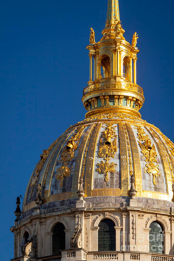 the iconic gold dome of Les Invalides