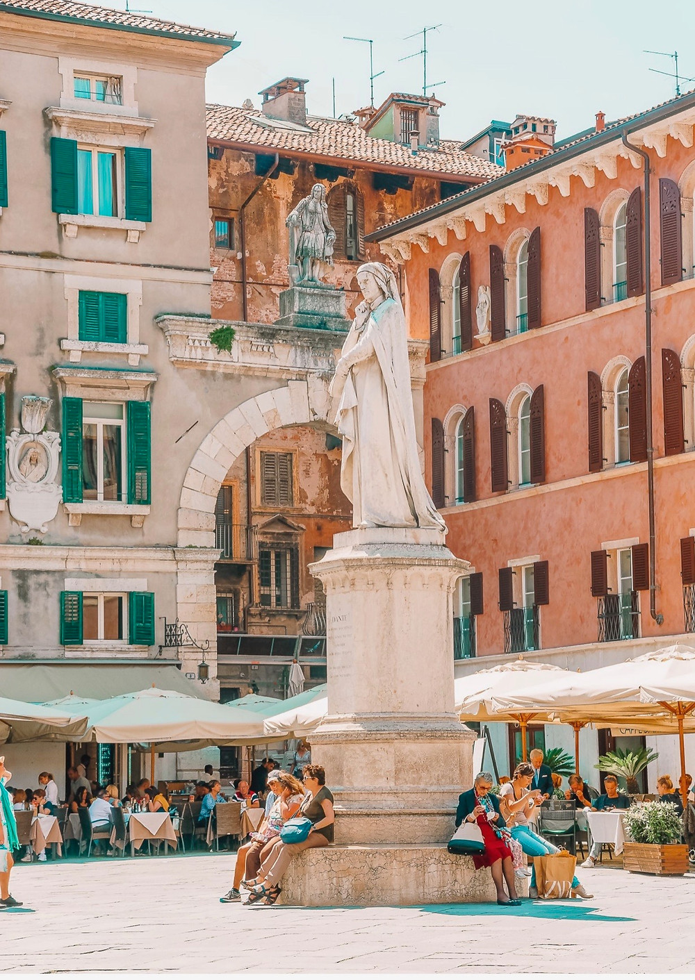 Piazza dei Signori, with a statue of the poet Dante