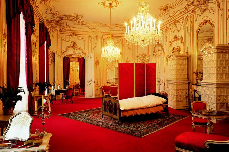 Sisi's bedroom in the Imperial Apartments. If I had to sleep in the middle of a huge room, I'd take to traveling too.