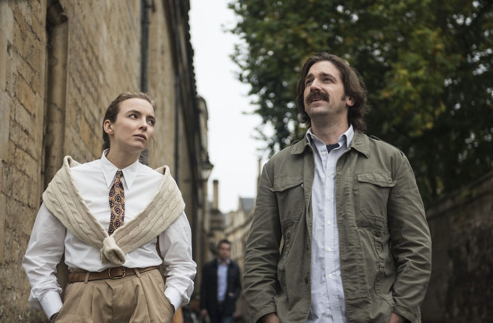 Villanelle and Niko chat at Oxford University in Season 2, Episode 5