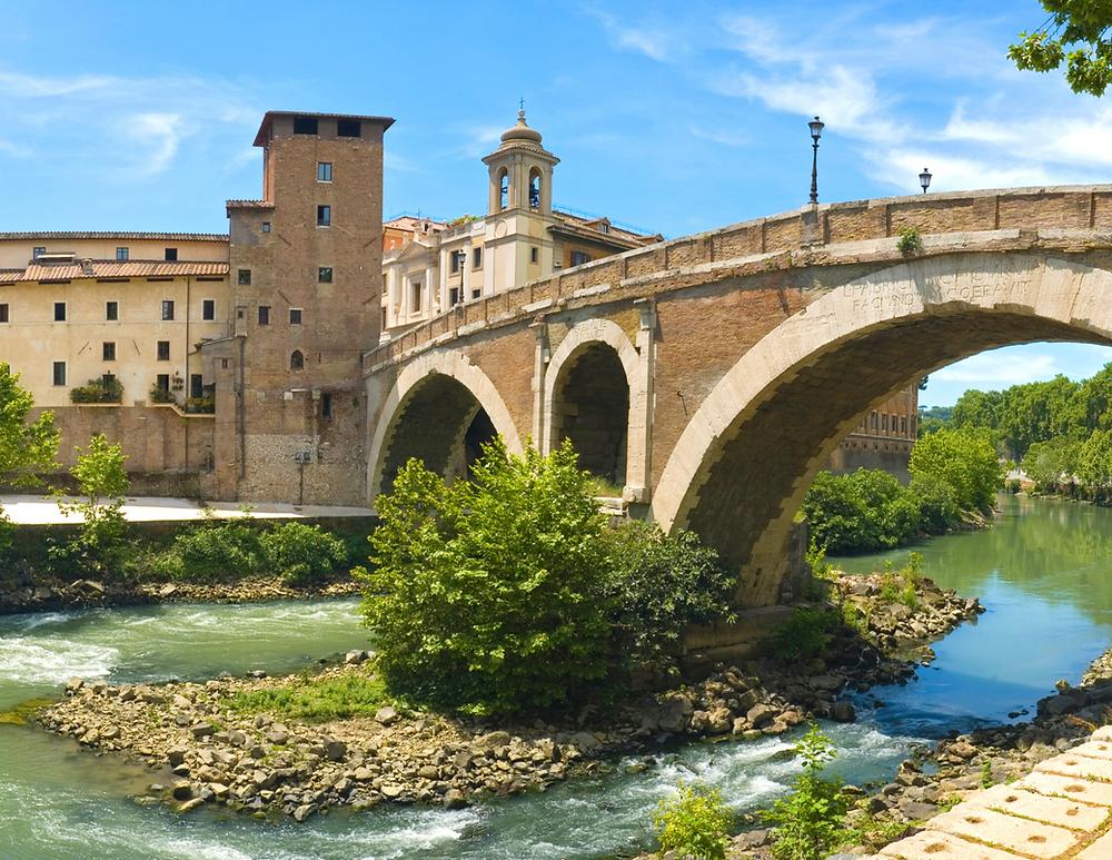 bridge linking Trastevere and Isola Tibernia