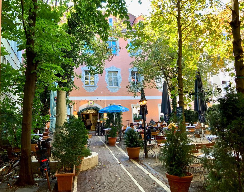the Hacker-Pschorr Regensburg im alten Augustiner Kloster beer garden
