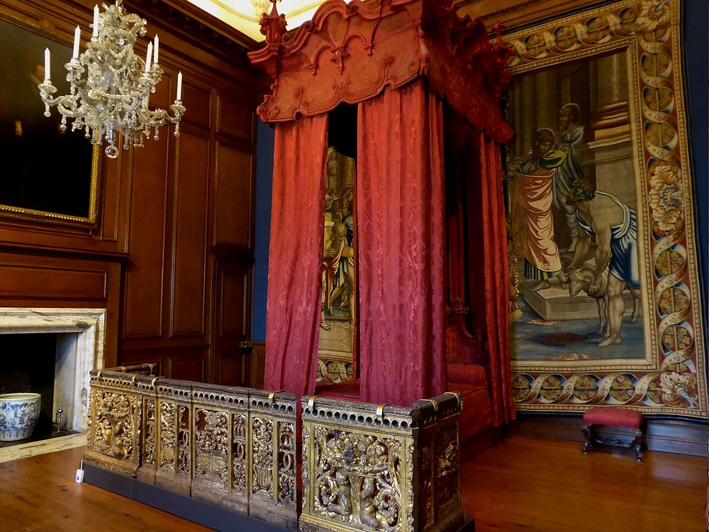 "William III's ceremonial bedchamber. The gold ""gate"" was to keep the public from pressing in too closely."