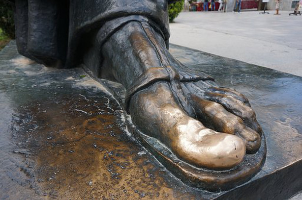 the lucky well worn bronze toe of Gregory of Nin