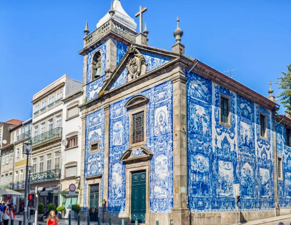 the colorful Chapel das Almas