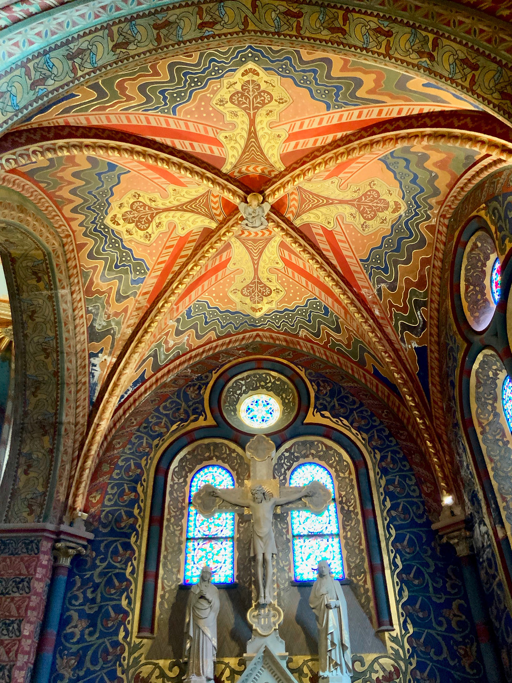 bright colors in the interior of Matthias Church
