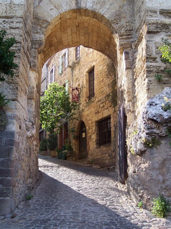 yet another beautiful archway in Cordes Sur Ciel