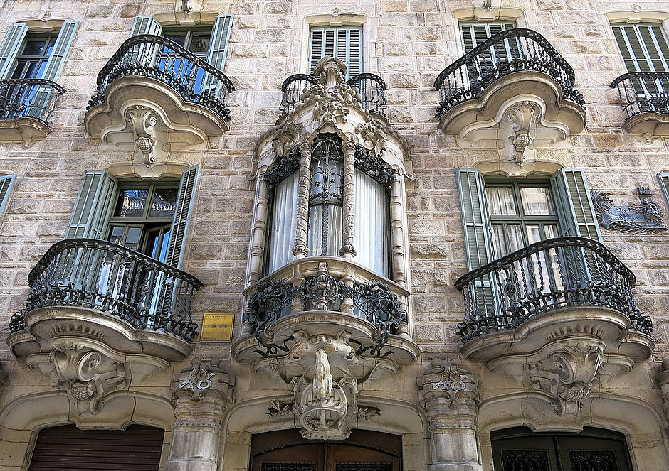 the facade of Casa Calvet