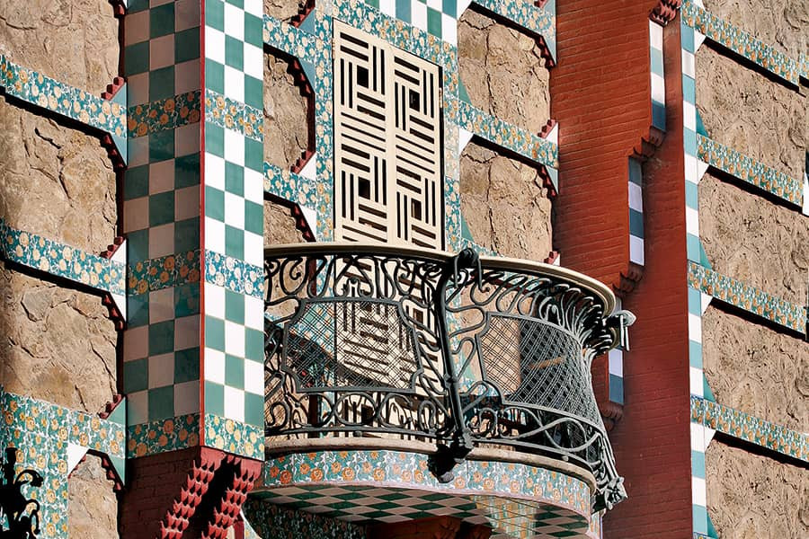 intricate wrought iron balcony detail of Casa Vicens