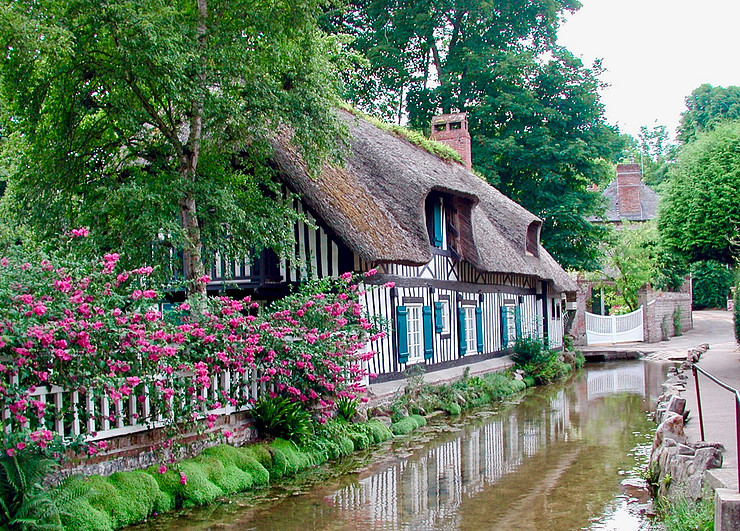 thatched cottage in Veules-les-Roses, one of the prettiest towns in northern France