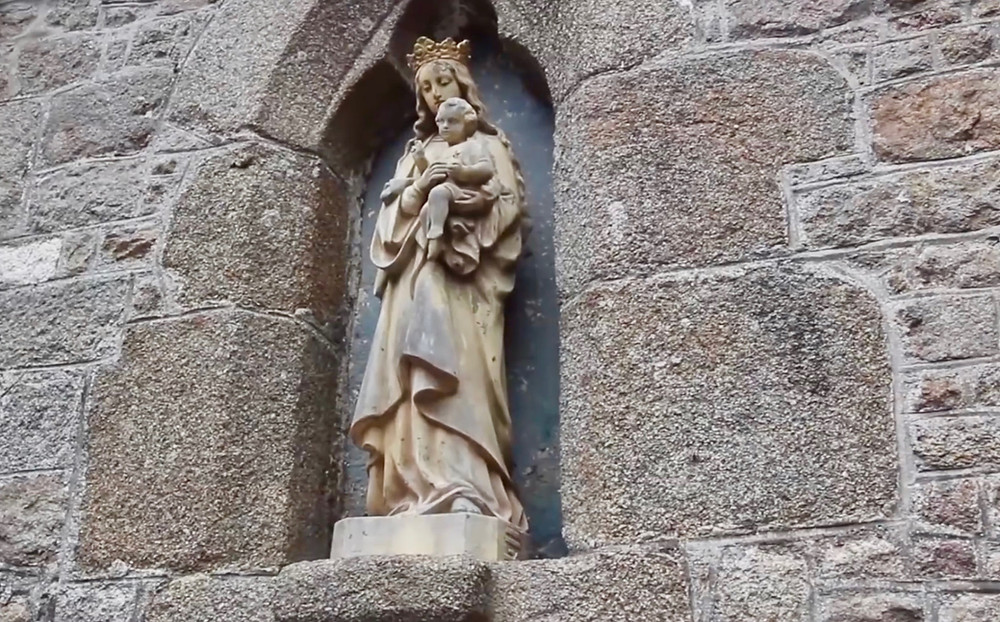 statue on the facade of S. Peter's Chapel