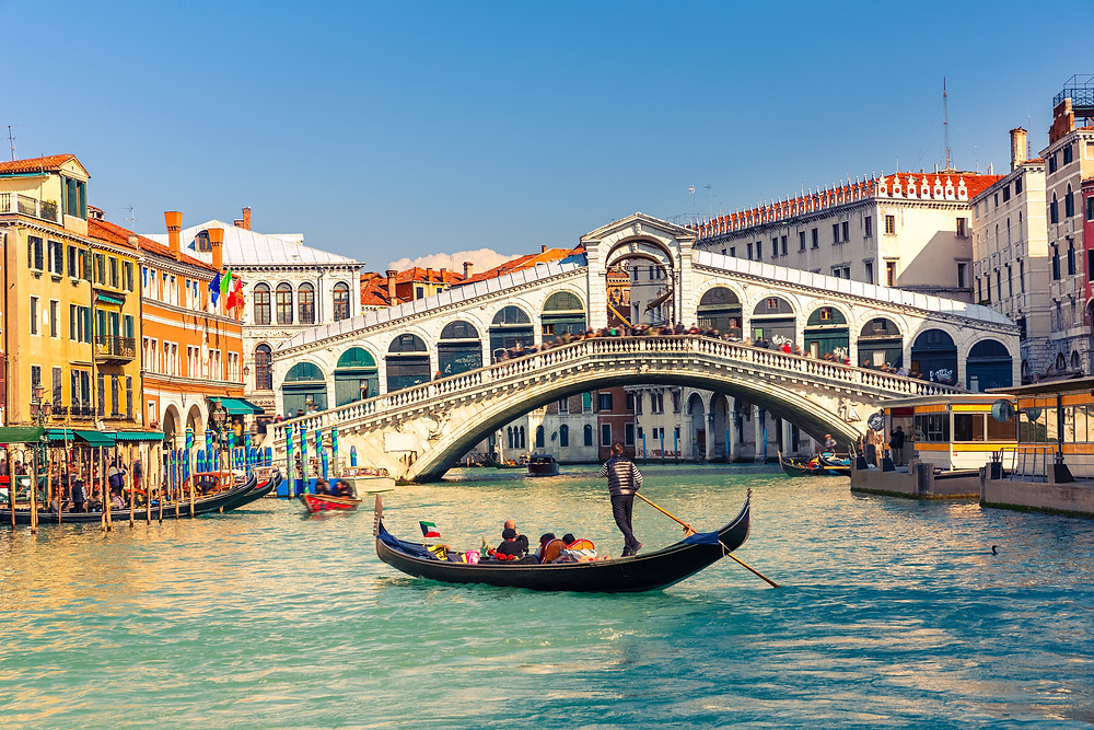 the Rialto Bridge on the Grand Canal