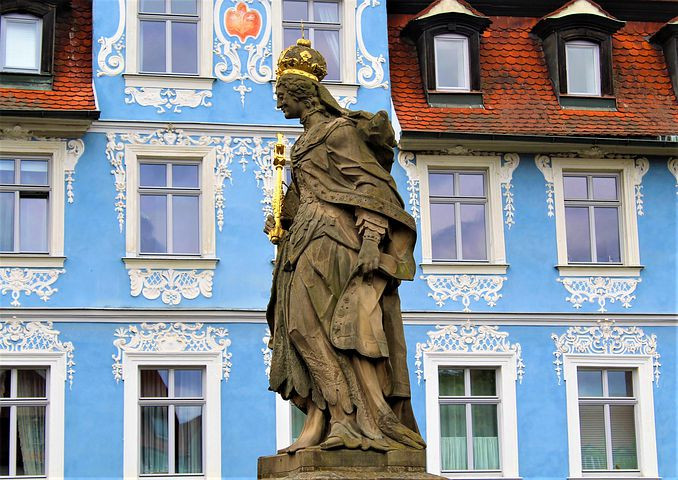 statue in Bamberg in front of the Blue House